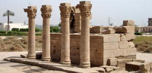 rimskie-kolonnu-xramovogo-kompleksa-v-dendere